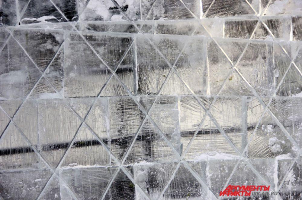 Традиционно, в Иркутске используется чистейший ангарский лед.