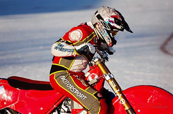 На этих мотоциклах можно ездить только на льду, по городу на нём не проехаться