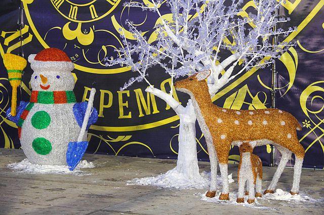 Новогоднее украшение центральной площади Владивостока.