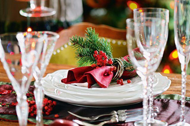 Пора задумываться, чем угощать гостей на Новый год.