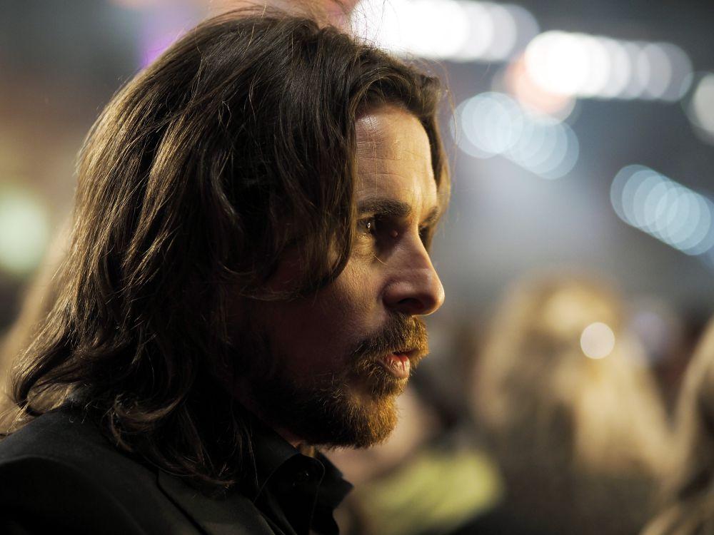 Кристиан Бэйл ($35 млн). Бэйл в минувшем году успешно избавился от ярлыка «актера, сыгравшего Бэтмена». Он второй раз был номинирован на «Оскар» за роль в картине «Афера по-американски» (American Hustle), а на подходе – высокобюджетная экранизация библейской Книги Исхода (Exodus) от режиссера Ридли Скотта, в которой британец сыграл Моисея.