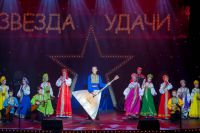 200 детей и подростков выступили на сцене.