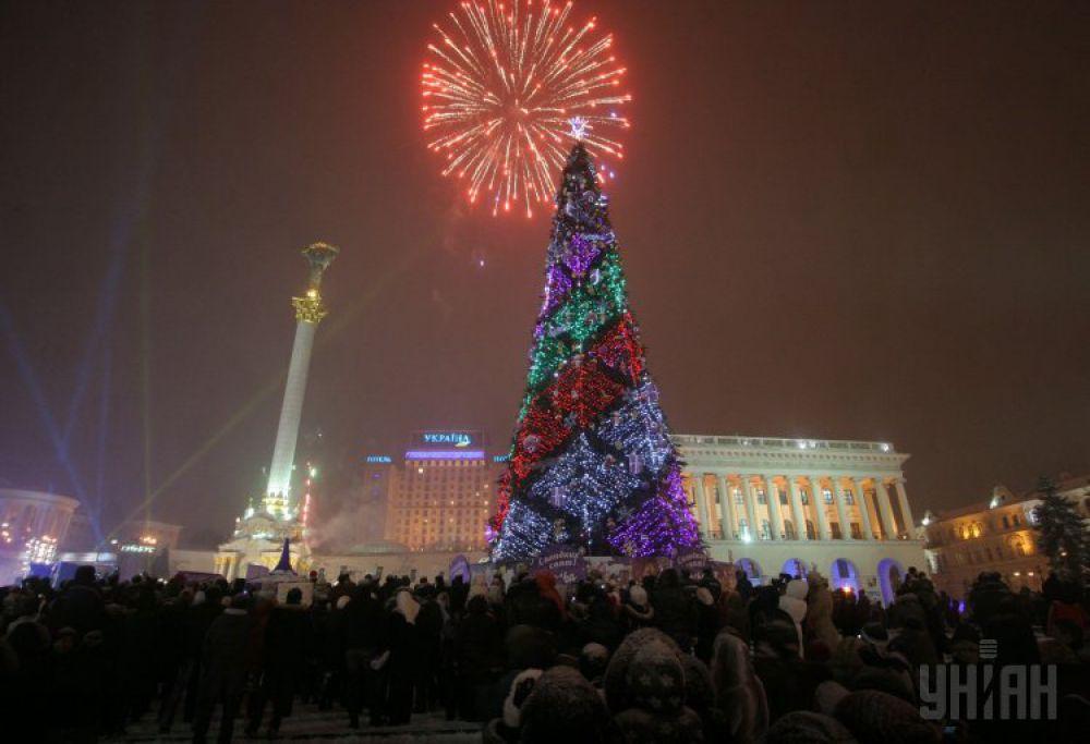 2009 год. Зажжение огромной новогодней елки состоялось 19 декабря