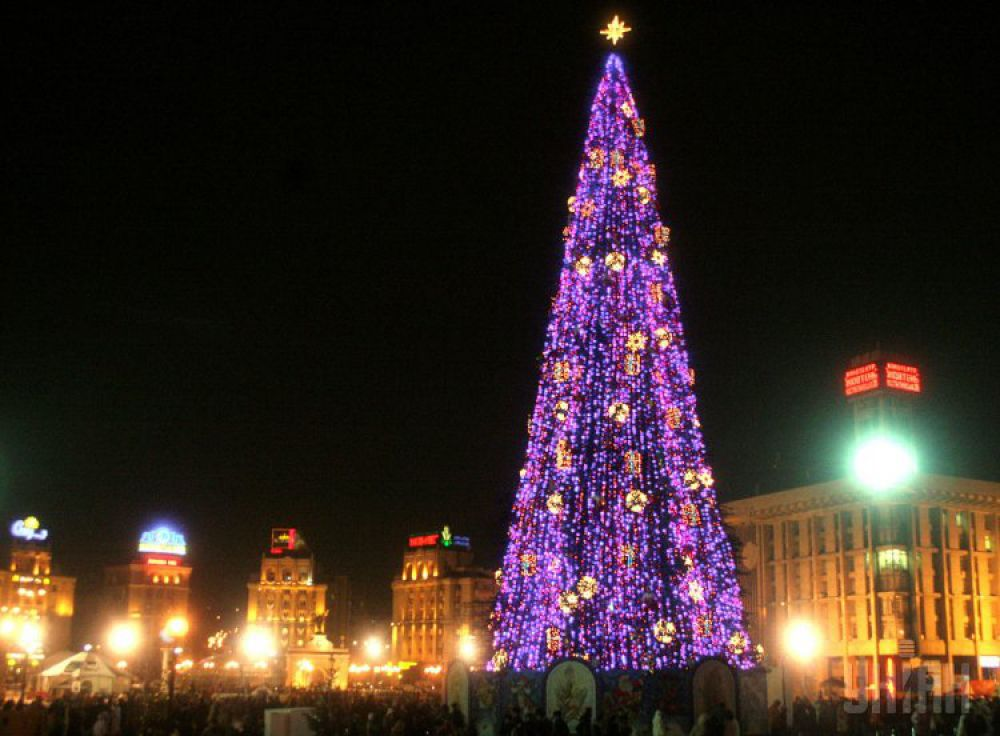 2005 год. Торжественное зажжение огней на главной елке страны состоялось 24 декабря