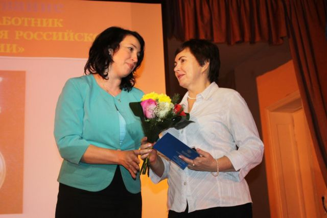 Награды педагогам вручала , председатель комитета по социальной политике Анна Апполонова.