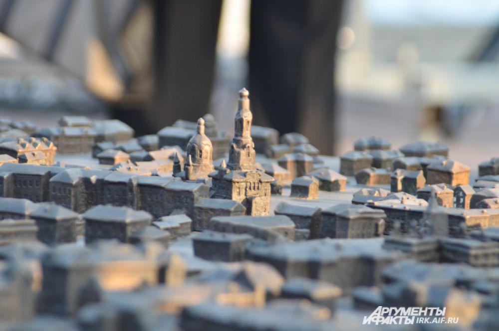 В ноябре в Иркутске появился необычный памятник. На сквере Кирова установили бронзовый макет иркутских улиц начала ХХ века: http://www.irk.aif.ru/culture/1382070