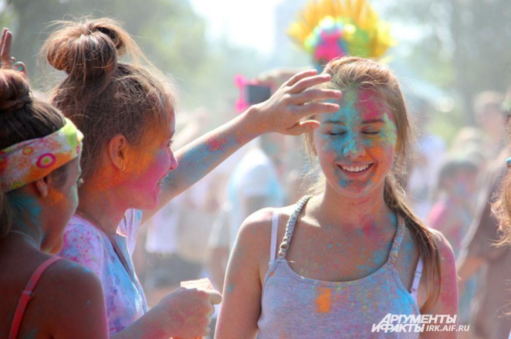 Еще одним ярким событием стал первый в Иркутске фестиваль красок: http://www.irk.aif.ru/society/1318507