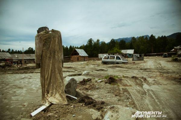 В июне еще более страшная трагедия произошла в курортном поселке Аршан. Один человек погиб, а поселок получил массовые разрушения из-за сошедшего с гор селя: http://www.irk.aif.ru/society/1213267