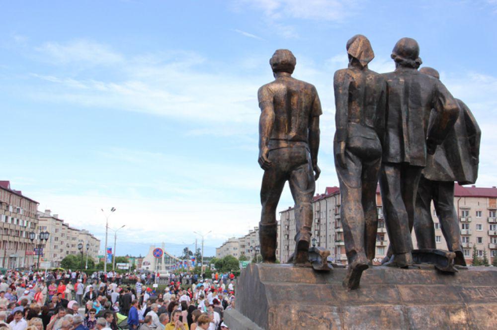 40-летиие БАМа мы отметили большой поездкой по городам магистрали: http://www.irk.aif.ru/society/1208379