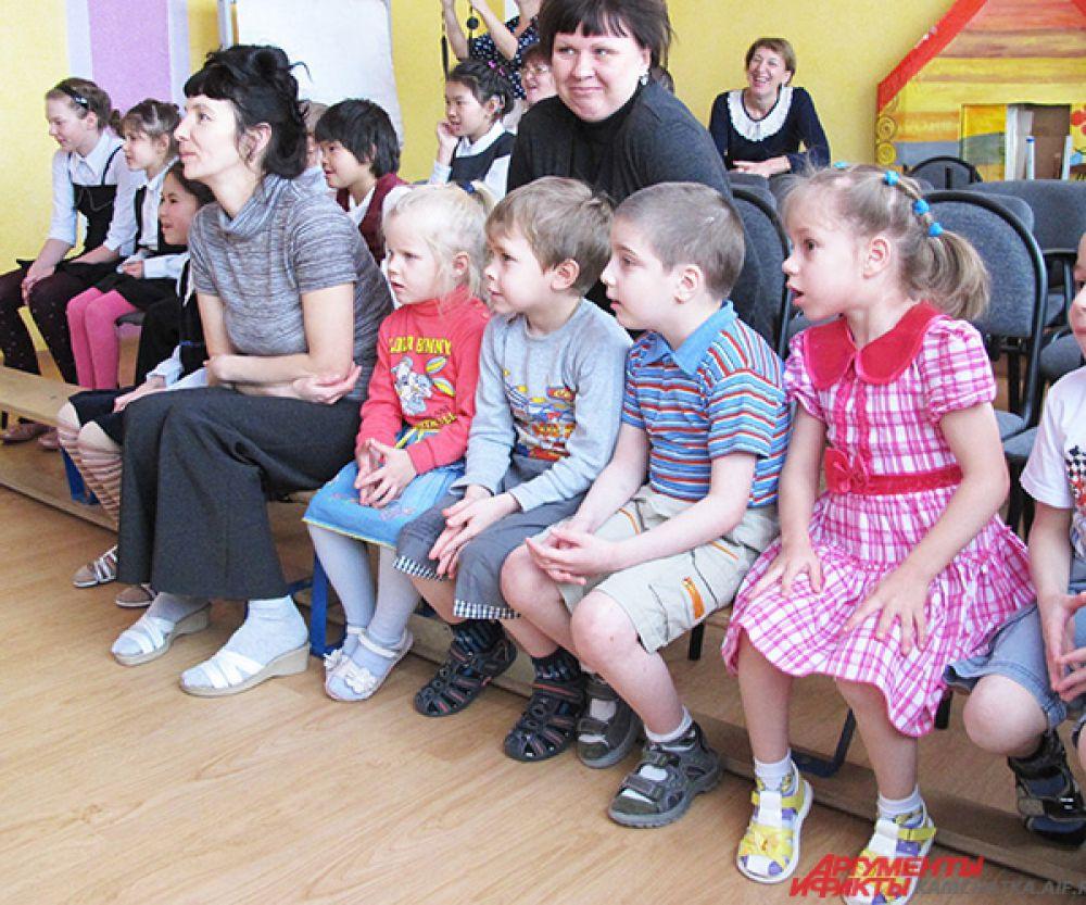 Маленькие зрители в ожидании чуда.