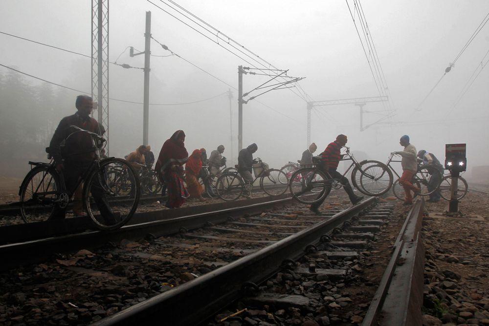 Город Аллахабад. месте с экстремальными для Индии холодами на север страны пришли и густые туманы.
