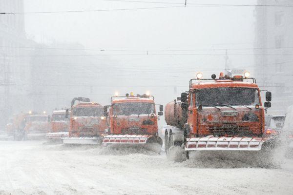 Снегоуборочная техника на Тверской улице города Москвы.
