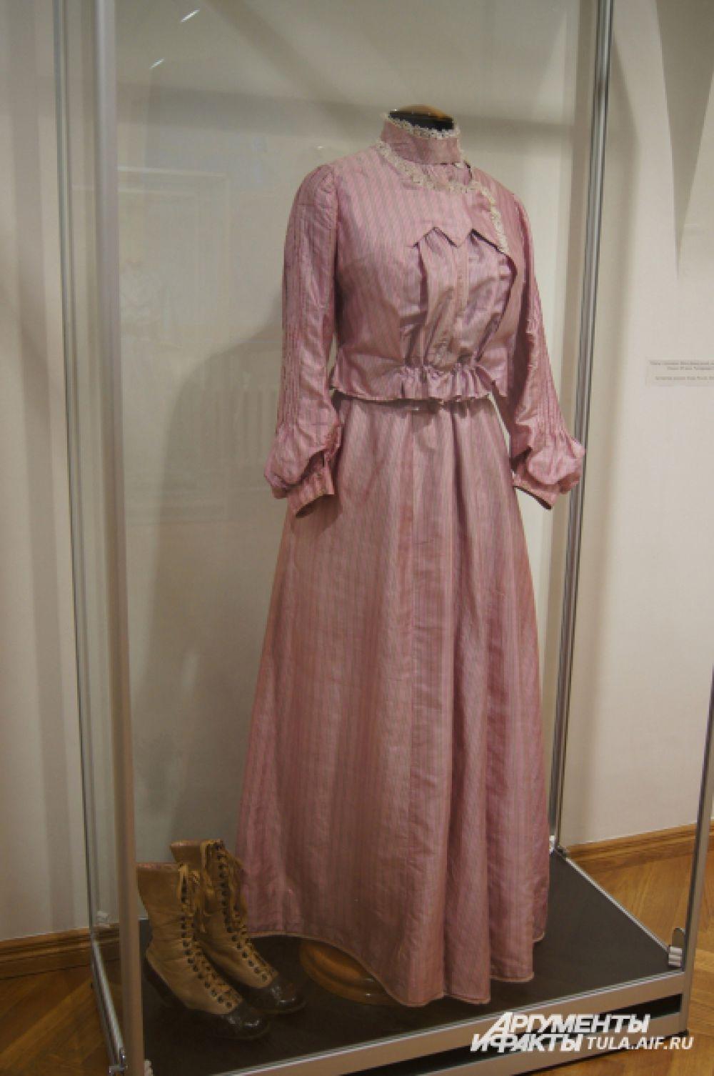 Женское городское платье и ботинки, начало 20 века