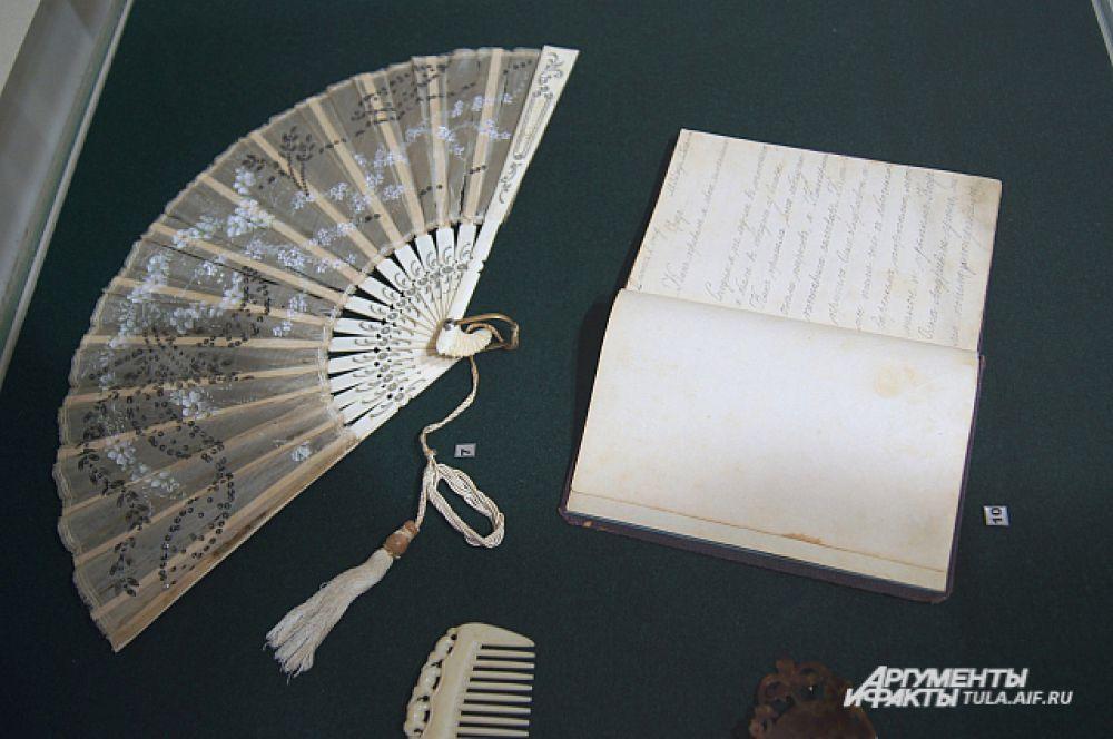 Веер, гребень и личный дневник Антонины Кузнецовой