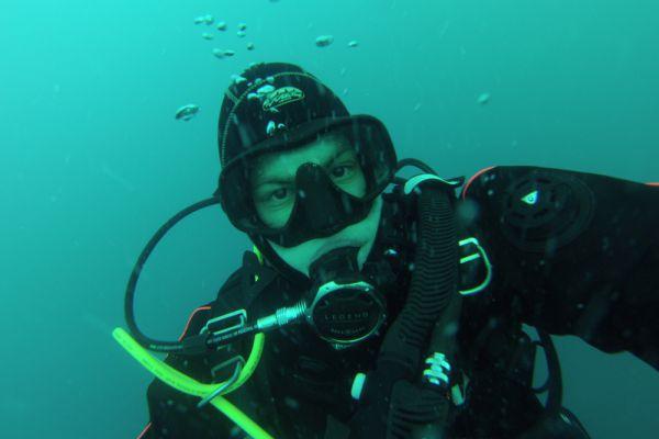 Самый молодой участник экспедиции – 18-летний Валерий Салеев впервые в истории в водах Антарктиды сделал глубоководное селфи.