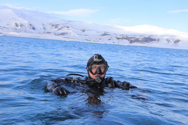 Из-под воды дайверы вышли планово, время пребывания на глубине составило пять минут, а подъем занял 71 минуту. Буквально через час после этого началось второе погружение.