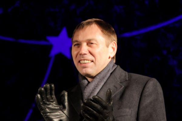 Виктор Кондрашов пожелал всем счастья в наступающем году.