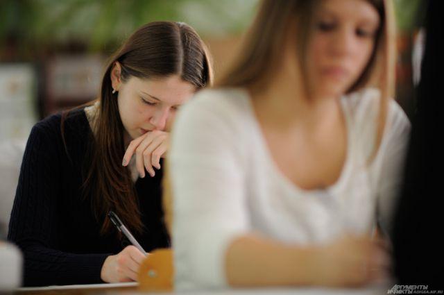 Для омских школьников в следующем году придумали новые правила сдачи ЕГЭ.