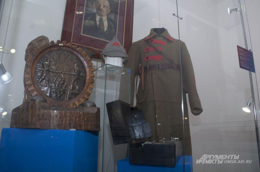 В Омске открылась выставка «Дары советским лидерам. От Ленина до Горбачева».