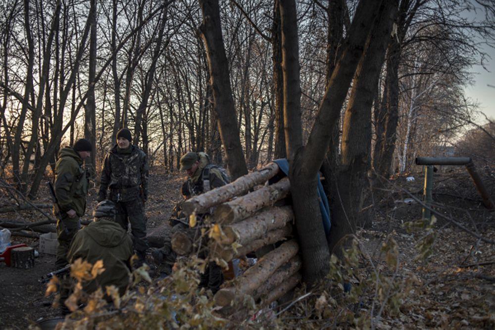 На первой линии обороны в Славяносербском районе неподалеку от Луганска.