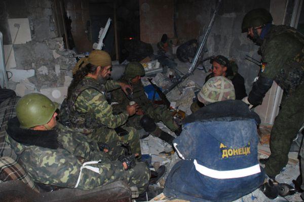 Ополченцы ДНР в одном из зданий донецкого аэропорта.
