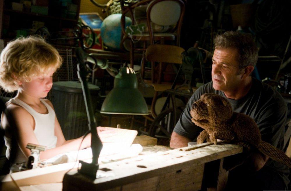 Уже через два года в прокат выходит новый фильм Гибсона «Апокалипсис» (2006) о последнем периоде цивилизации майя. Все диалоги в картине произносились на юкатекском языке.  Одной из последних актерских работ Гибсона стала роль в фильме Джоди Фостер «Бобер» (2011): Гибсон сыграл человека, находящегося в глубокой депрессии.