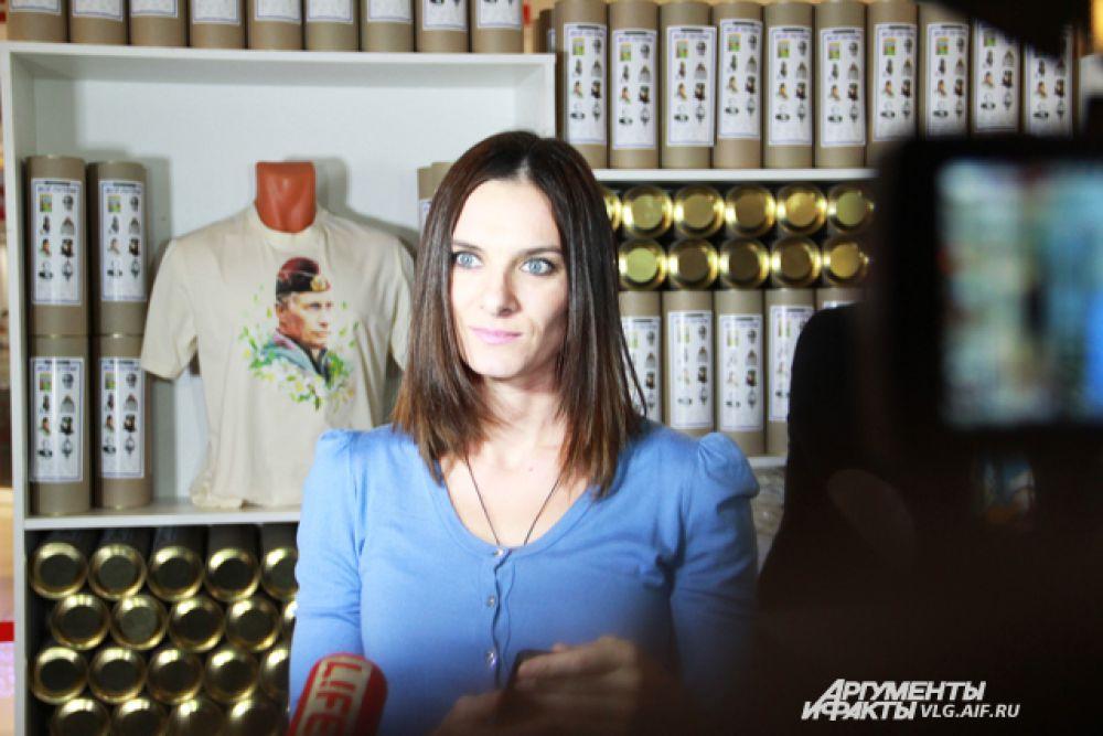 Часть средств от продажи одежды поступит в фонд Елены Исинбаевой.