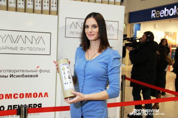 По словам Елены, ей не стыдно носить одежду с портретом Владимира Путина.
