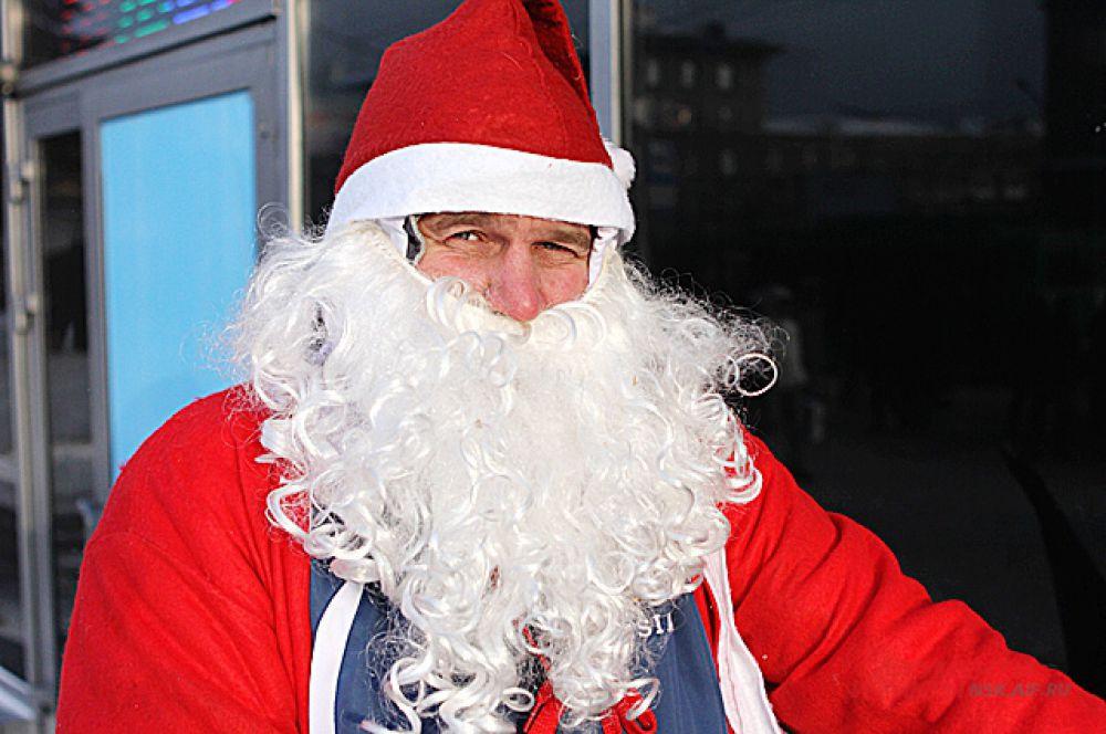 Кроме велосипеда участникам нужно было обязательно иметь новогодний костюм