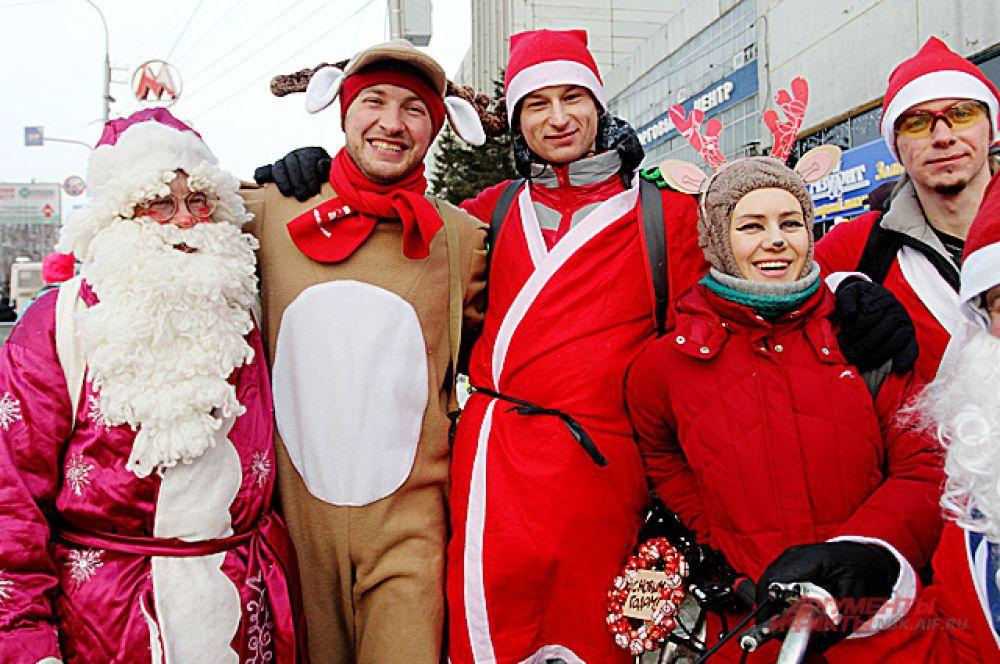 Все участники в костюмах новогодней тематики
