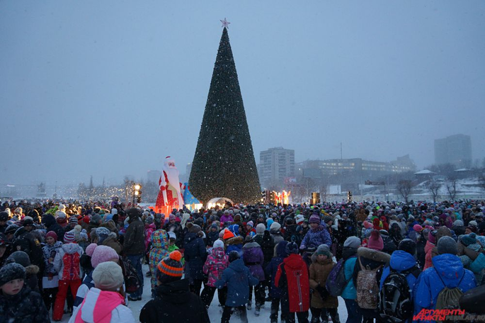 В Перми открытие главной ели города собрало тысячи зрителей.