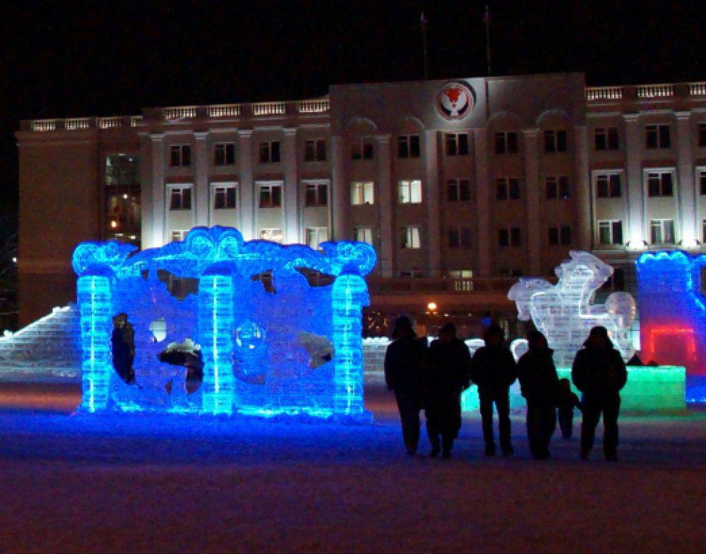 Герои балетов Чайковского поселились в ледяных беседках.