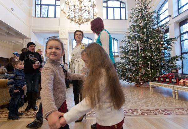 Марина Порошенко приняла детей бойцов АТО