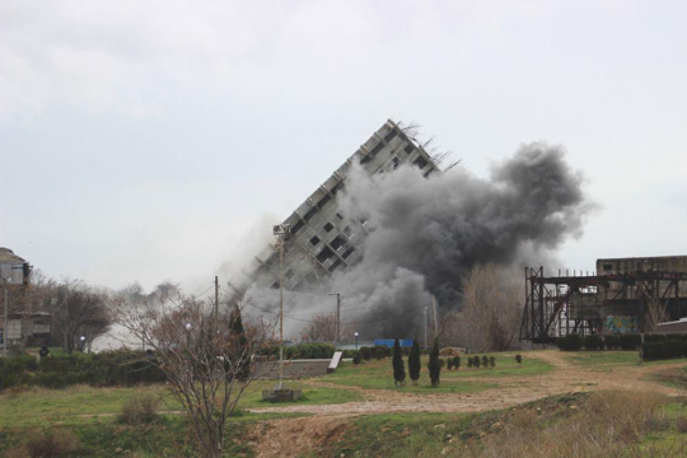 27 декабря в 14:37 часов шестнадцатиэтажку взорвали третий раз. Здание не устояло.