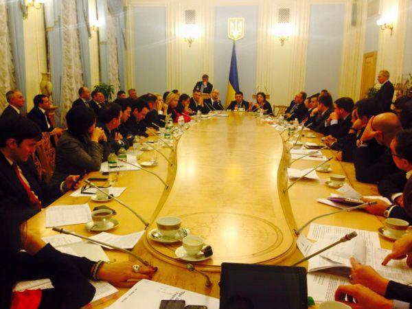 Антон Геращенко: «2 часа 40 минут ночи. Совет коалиции и правительства продолжает отшлифовывать бюджет Украины на 2015 год»
