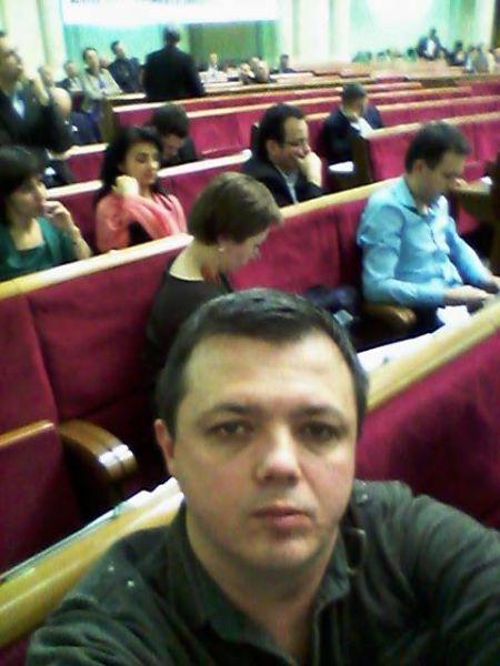 Семен Семенченко: «Пол второго ночи. Привет жене. Я еще на работе в ВР»