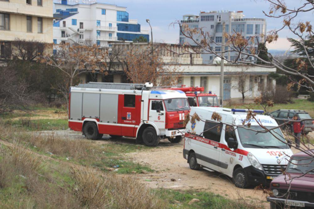 Опасную зону на период проведения работ оцепили, жителей близлежащих домов поселили в гостиницы.