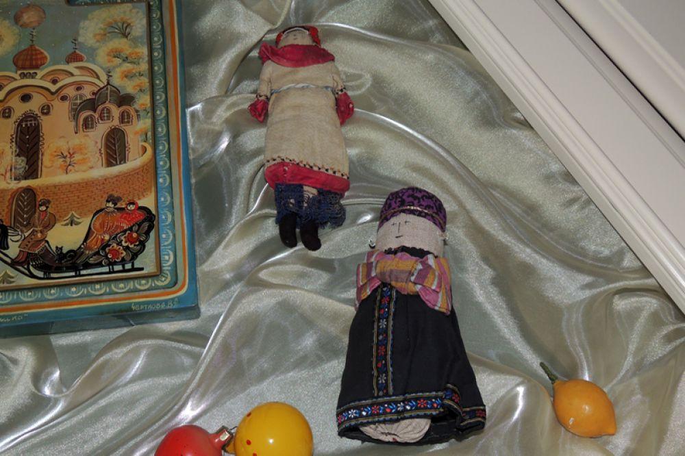 Фигурки крестьян тоже украшали новогодние ели.