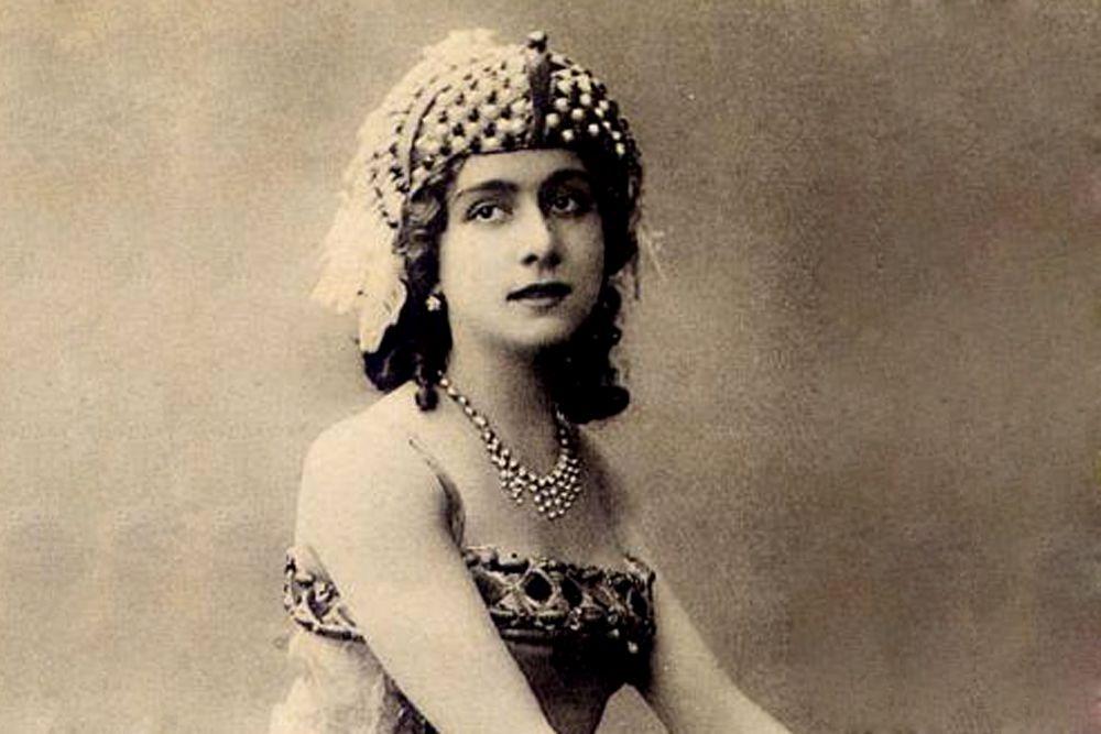 В этом же 1915 году появился фильм «Наташа Ростова», снятый по мотивам «Войны и мира» и поставленный Петром Чардыниным. Лента также не сохранилась до наших дней, но известно, что Наташу Ростову в ней сыграла актриса и балерина Вера Каралли.