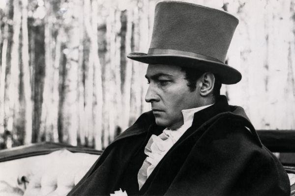 В 1965 году после шести лет съемок выходит фильм Сергея Бондарчука. Главную мужскую роль в нем сыграл Вячеслав Тихонов.