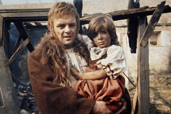 В 1972 году телеверсию романа «Война и мир» представил канал BBC. Роль Пьера Безухова в 20-серийном фильме исполнил Энтони Хопкинс, который получил за эту работу премию BAFTA.