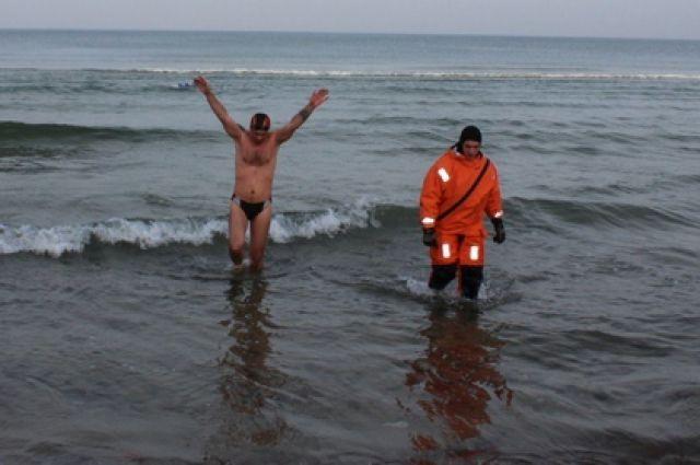 В феврале Олег Резанов установил мировой рекорд по плаванию в холодной воде на спине. Во время заплыва его сопровождали дайвер и спасатели.