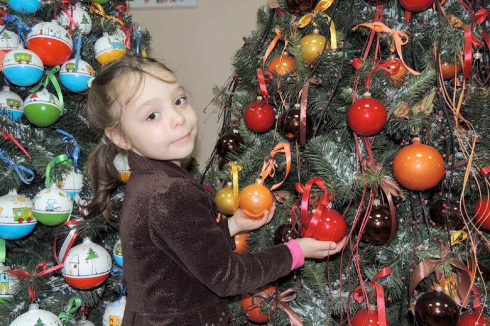 Дети рады новогодней елке всегда, в какую бы эпоху они ни жили.