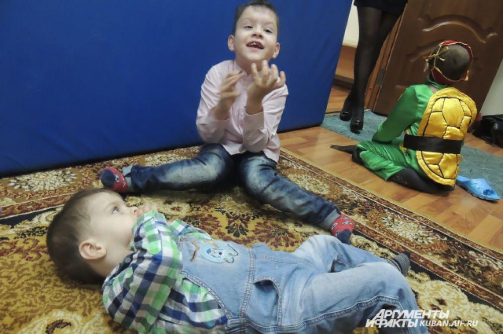 Дети рассказывают, что они хотели бы получить в подарок от Деда Мороза.