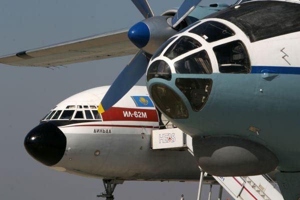 Уже в 1969 году в ОКБ им.Ильюшина стали работать над модернизацией Ил-62. Улучшенной версией самолета с усиленной конструкцией планера и двухщелевыми (вместо однощелевых) закрылками, новыми центральными узлами штурвального управления и другими изменениями стал самолет Ил-62М-200.