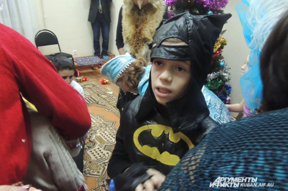 Бэтмэн тоже ждет Деда Мороза.