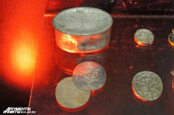 Легендарную серебряную шкатулку с ритуальными артефактами XVI-XVIII веков нашли при раскопках Королевского замка в 2005 году.