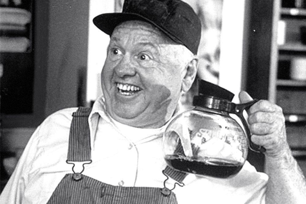 В Лос-Анджелесе 6 апреля в возрасте 93 лет скончался знаменитый американский актёр Микки Руни. Он прославился ещё до Второй мировой войны, играл главные роли в комедиях и спортивных драмах. Руни играл в «Завтраке у Тиффани», «Этом безумном, безумном, безумном, безумном мире», «Чёрном скакуне» и «Ночи в музее» - на протяжении нескольких десятков лет актёр работал в проектах самого большого калибра и попал в Книгу рекордов Гиннесса как рекордсмен по продолжительности актёрской карьеры.