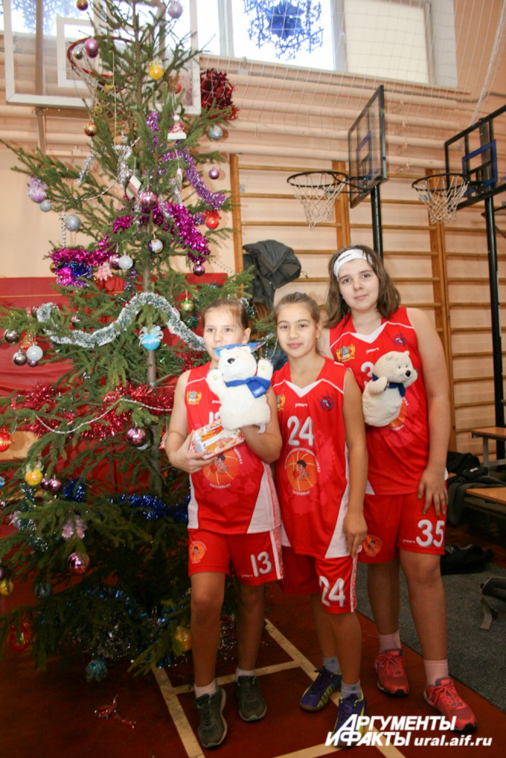 Возможность сфотографироваться у елки в спортивном зале предоставляется только раз в году.
