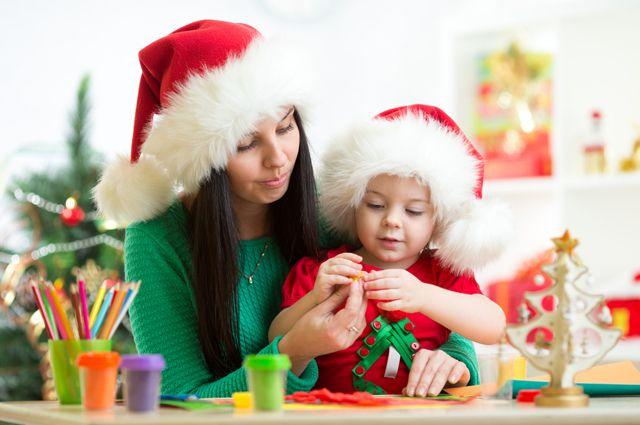 Родителям нужно следить за тем, чем занимаются их дети в новогодние каникулы.